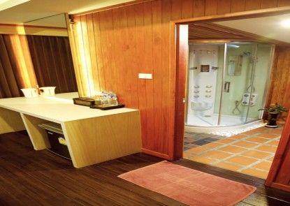 Poohbar Resort & Lotusdive