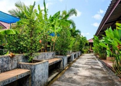 Pop Riverside Homestay