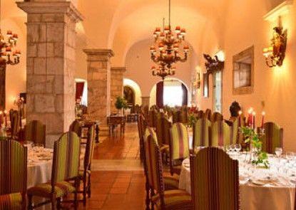 Pousada Convento de Arraiolos - Historic Hotel