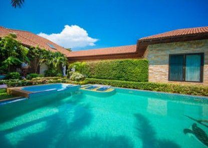 Private Beach Pool Villa Pattaya