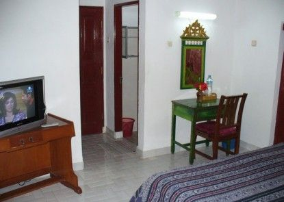 Puri Bunga Beach Cottages Hotel Kamar Tamu
