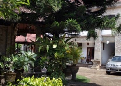 Puri Jayaraja Guest House Teras