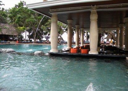Puri Santrian Beach Resort & Spa Kolam Renang Utama