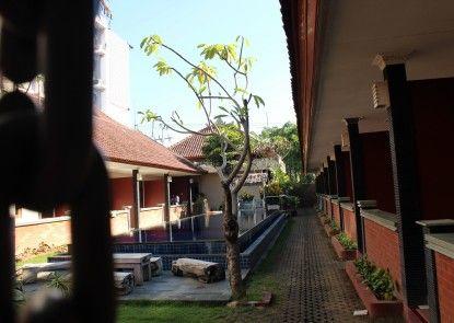 Puri Ganesh Inn Sekitarnya