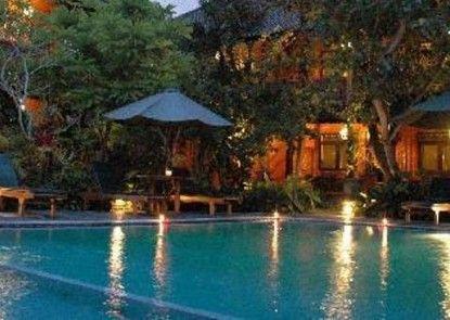 Puri Garden Hotel Kolam Renang