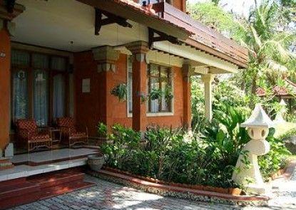Puri Naga Seaside Cottages