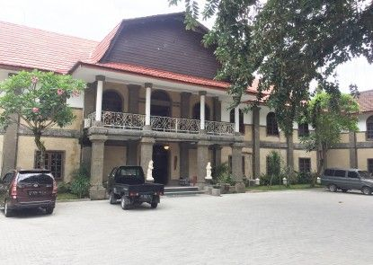 Puri Saron Senggigi Beach Resort, Lombok Pintu Masuk
