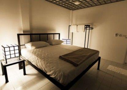 Quadromania Service Apartment