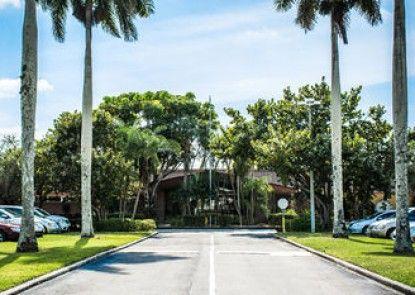 Quality Inn & Suites Golf Resort
