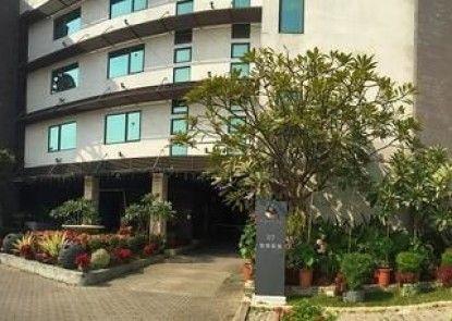 R7 Eco Hotel