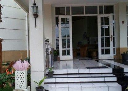 Raffles Villa
