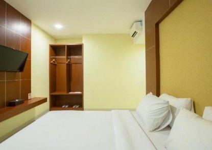 Raising Hotel Makassar Teras