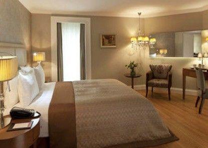 Ramada Istanbul Asia Luxury Hotel