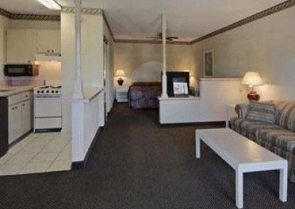 Red Roof Inn & Suites Statesboro
