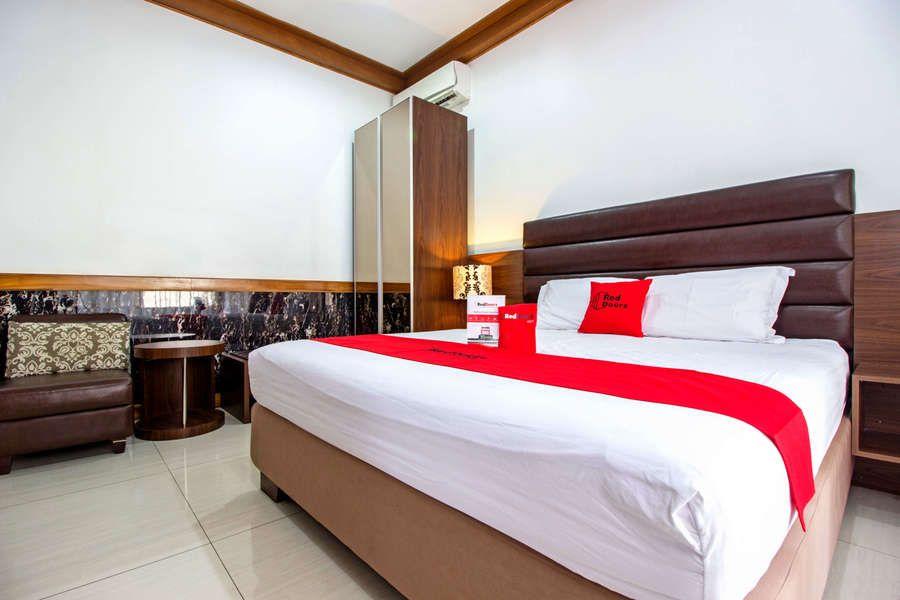 RedDoorz Plus @ Hegarmanah, Bandung