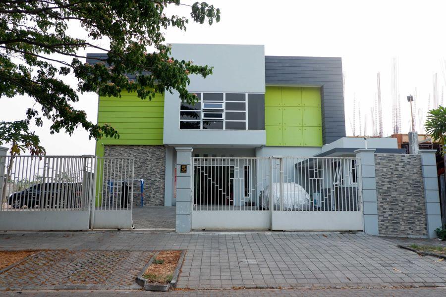 RedDoorz near Ahmad Yani Airport 2, Semarang