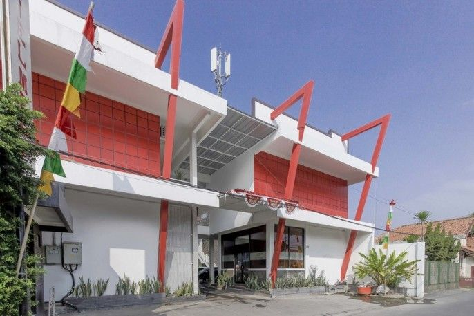 RedDoorz near Kejaksan Station Cirebon, Cirebon