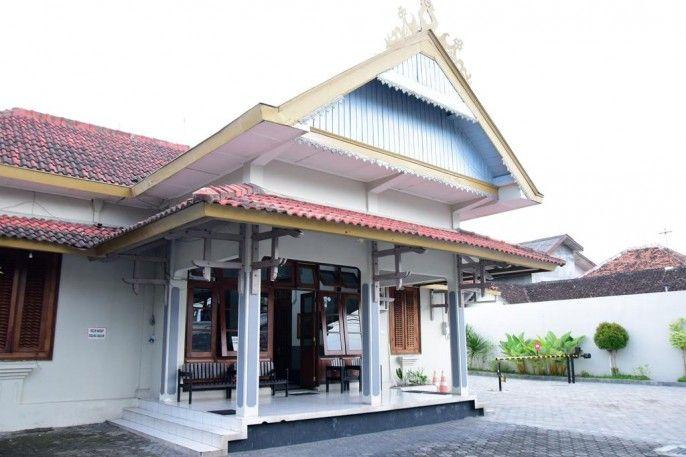 RedDoorz near Puro Pakulaman Palace, Yogyakarta