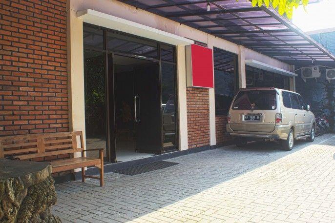 RedDoorz Plus near Stadion Mandala Krida, Yogyakarta