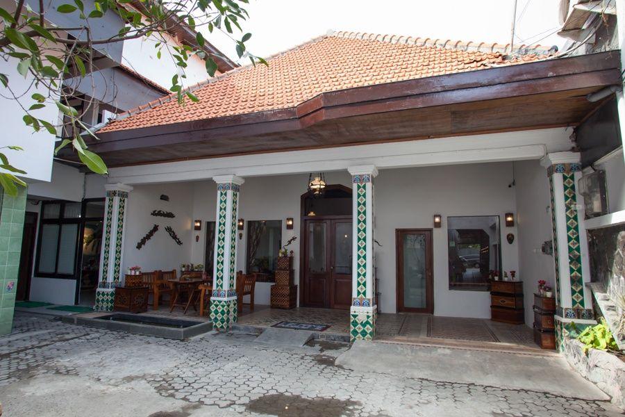 RedDoorz near Tugu Pahlawan Surabaya, Surabaya