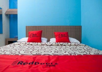 Reddoorz Plus @ Cassa Pasteur Kamar Tamu