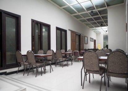 RedDoorz Plus near Bandung Indah Plaza  Interior