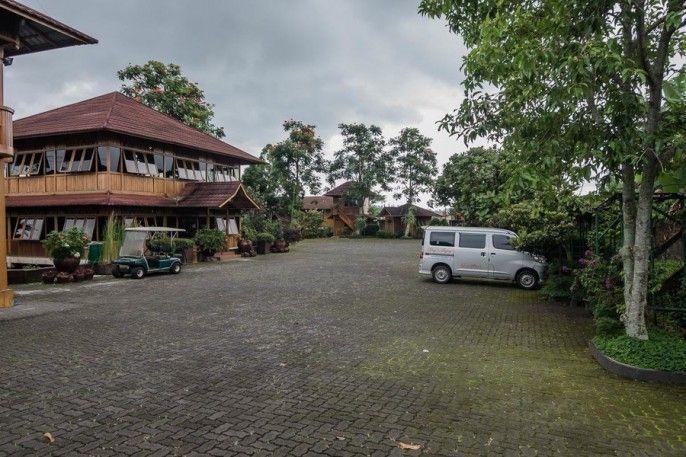 RedDoorz Plus near Kota Bunga Cipanas, Cianjur