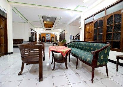 RedDoorz Plus near Lempuyangan Station 3 Interior