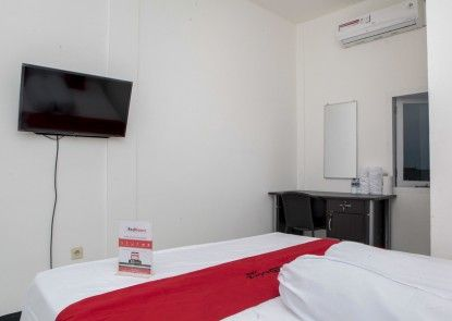 RedDoorz plus near Telkom Corporate University  Teras