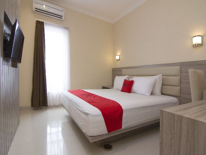 RedDoorz Plus near Universitas Diponegoro, Semarang