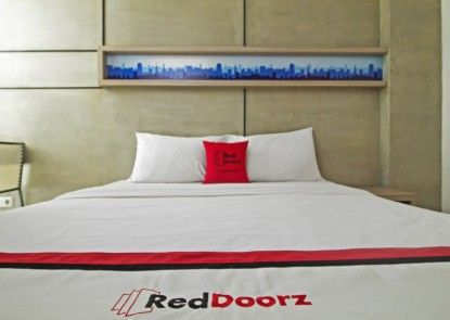 RedDoorz Plus @ Setiabudi Eight Teras