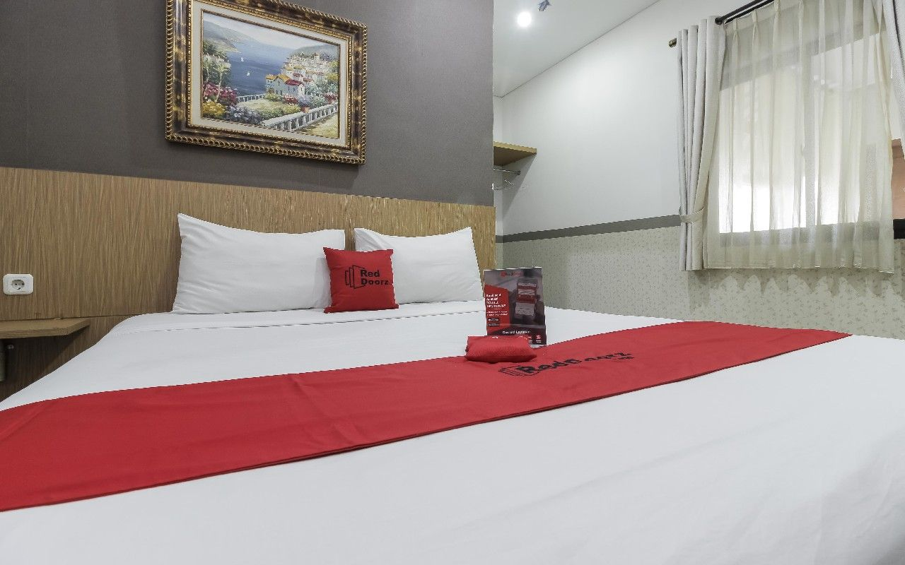 RedDoorz Plus @ Tuparev Cirebon, Cirebon