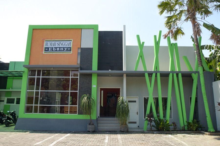 RedDoorz Syariah near Balai Kota Probolinggo, Probolinggo
