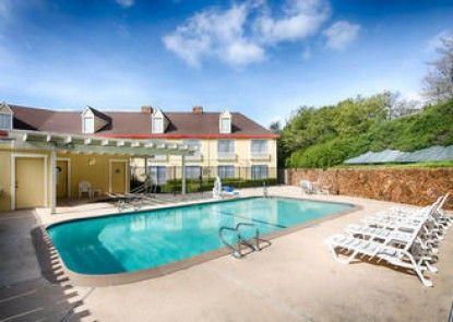 Red Lion Inn & Suites Auburn