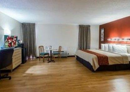 Red Roof Inn & Suites Brunswick I-95