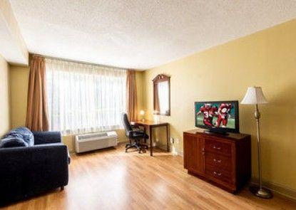 Red Roof Inn & Suites Muskegon Heights