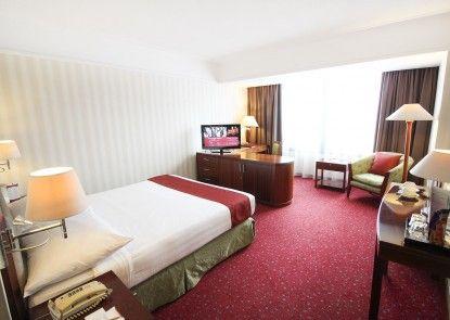Redtop Hotel & Convention Center Kamar Tamu
