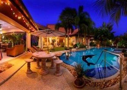 Relaxing Palm Pool Villa