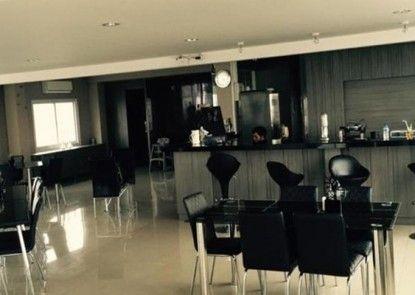 Residence 100 Rumah Makan