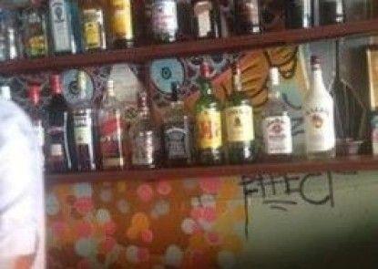 Retox Guesthouse & Bar