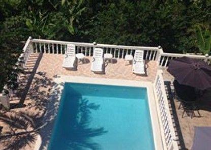 Retreat Guesthouse Luxury Suites