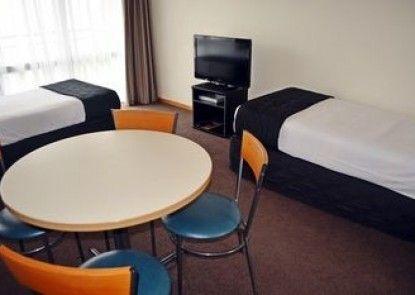 Retro Motel @ The Ambassador Hotel