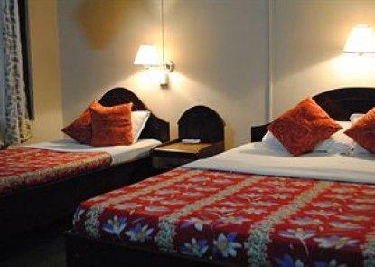 Rhino Lodge & Hotel