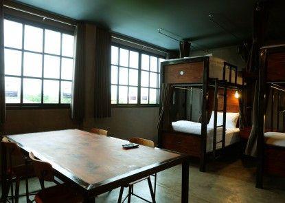 Rider Bedroom Hostel & Cafe
