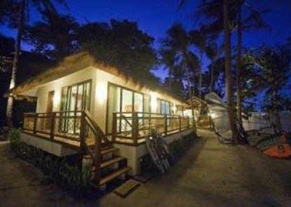 Rieseling Boracay Beach Resort