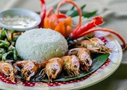Rising Star Beach Resort Amed Makanan
