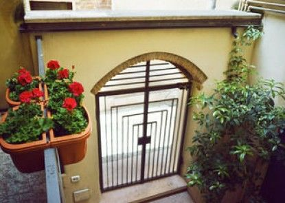 Romeo\'s Guest House