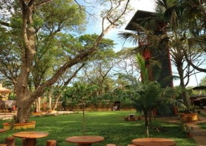 Rovia Garden and Pool Resort