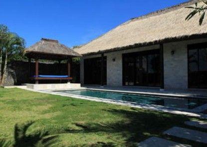 Royal Pool Villa Club Teras