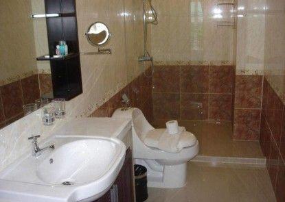 Royal Q&D Suites Hotel